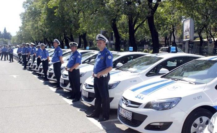 Bruka u policiji: Patrole bez goriva, šefovi obilaze more i planine