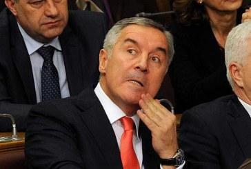 Crna Gora plijen dva zavađena klana: Milo pravi svoju Vladu, izazivanjem haosa održava vlast!