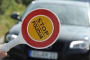 Udes u Đenovićima: Skrenuo s puta i udario u parkirani auto