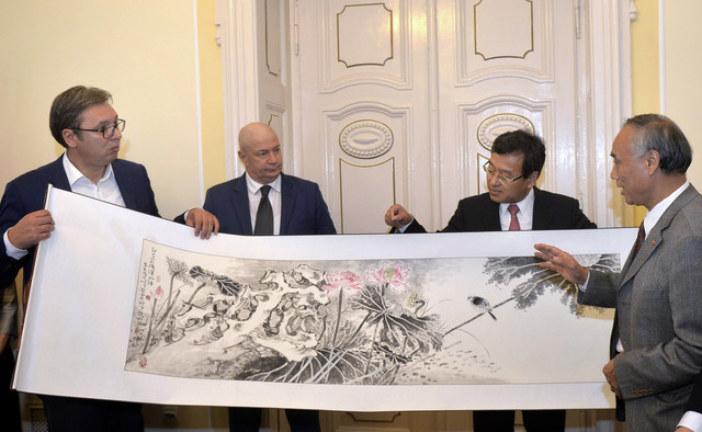 Vučić sa Si Đinpingom potpisuje ekonomski paket od deset ugovora