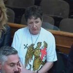 """""""Državni udar"""": Suđenje prekinuto zbog majice sa 4 S"""