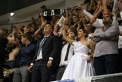Sjajna fotka iz Bara: Sa svatovima na Partizan