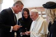 Milo očekuje podršku pape: Traži pomoć Vatikana da ruši Srpsku pravoslavnu crkvu u Crnoj Gori!