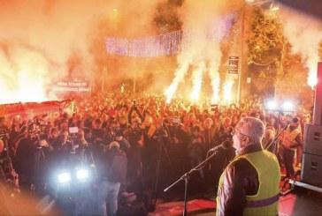 Andrija Mandić na protestu ispred Skupštine: Ako režim nastavi progon u srijedu veče ćemo zapaliti baklje slobode širom Crne Gore!