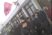 Nova provokacija: Albanska zastava na Gimnaziji u Tuzima