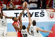 Kuglica stala na crveno-bijelo: Zvezda izabrala Partizan u polufinalu