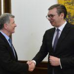 Vučić sa britanskim zvaničnikom: Prvo ukidanje taksi, pa dijalog