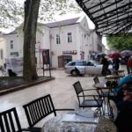 Bahati Podgoričanin vozio automobil preko korzoa u centru Trebinja