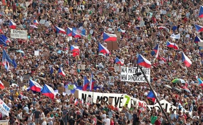 """Najveći protest od """"plišane revolucije"""", Česi traže smjenu premijera"""