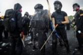Demonstranti strijelama i saksijama na policiju u Hongkongu