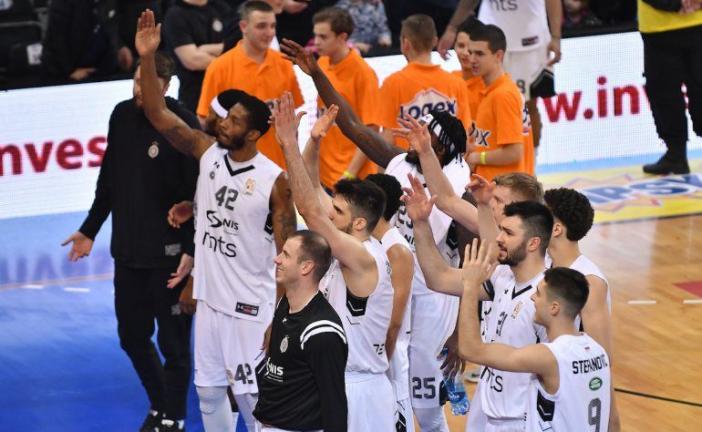 Borac prijetio, Partizan u polufinalu