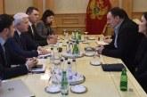 Bruka i sramota DAN-a: Podlistak Druge familije ne smije da osudi skandaloznu odluku režima u Podgorici da odbiju pomoć Srbije! (FOTO)
