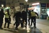 Sramno: Desetak policajaca pod punom opremom tuku golorukog mladića u Pljevljima! (VIDEO)