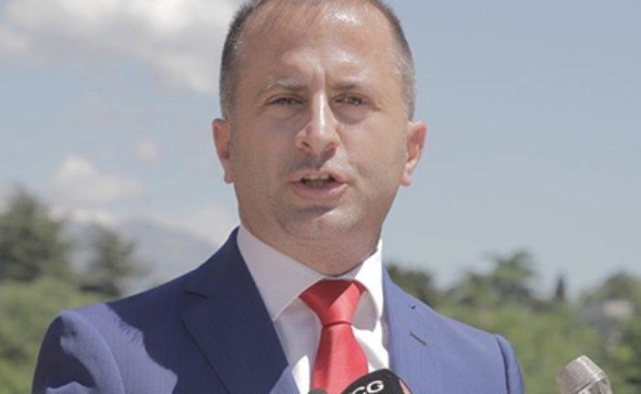 Pejović: Radnici Opštine Budva gladni jer pare umjesto za plate otišle za privatno obezbjeđenje