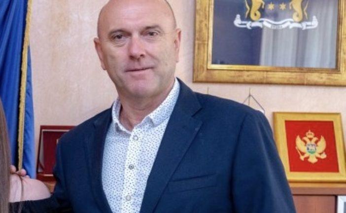 Carević: Jelušić je poltron koji za DPS kupuje lične karte