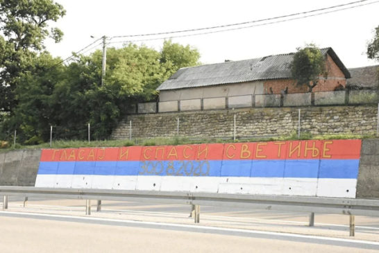 "Na putu Beograd-Niš osvanula poruka ""GLASAJ I SPASI SVETINJE"""